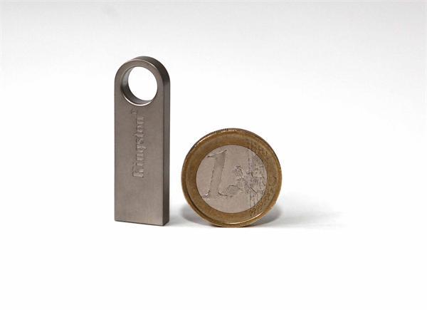 32 GB . USB 2.0 kľúč . Kingston DataTraveler SE9 kovový